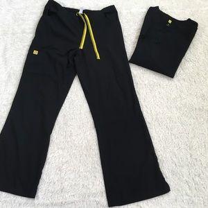 CCO!  Wonder Wink black scrub set